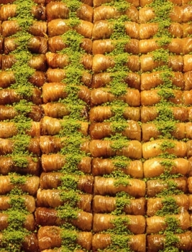 Gerolltes Baklava mit Pistazien