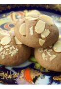 Süßes Mürbeteiggebäck mit Mandeln und Kakao