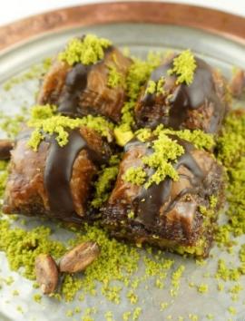 Baklava mit Schokoladensoße und Pistazien - Baklava7.de